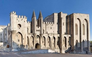 Alt: The Palais des Papes in Avignon