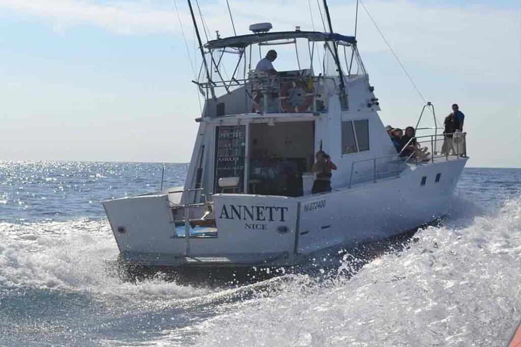 Confortable, homologué et fort bien équipé, votre 15 mètres « pêche au gros »